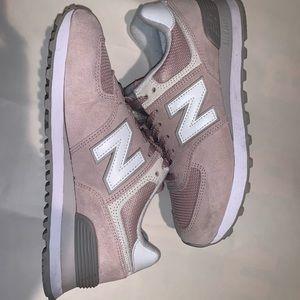 (LIKE NEW!) New balance Pink Classic 574 W 7.5